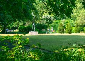 Tennis & Gardens